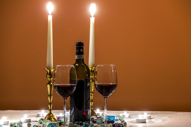 víno při svíčkách