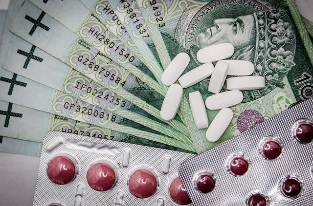 peníze, léky, tabletky