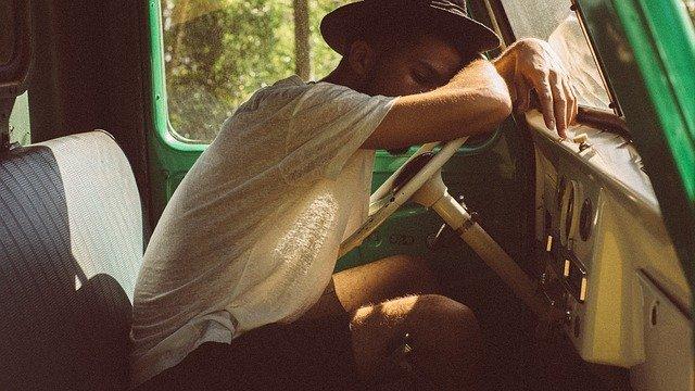 spánek na volantu.jpg