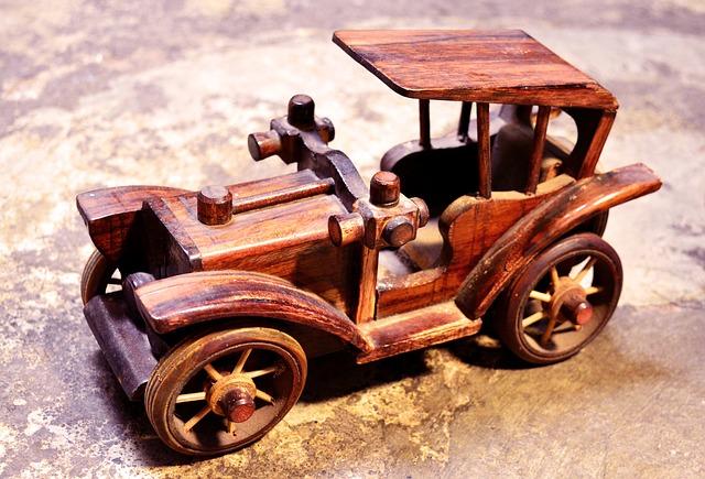 dřevěné retro autíčko