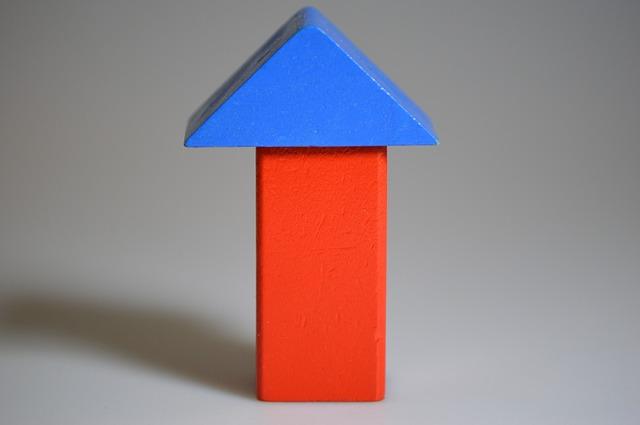 barevné dřevěné kostky na hraní
