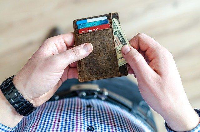 peníze v peněžence.jpg