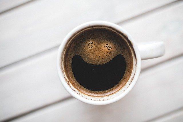 rozesmátá horká káva.jpg