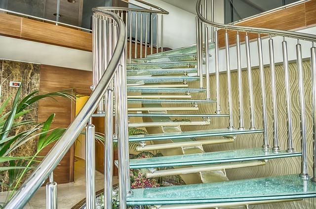 skleněné schodiště s nerezovým zábradlím.jpg